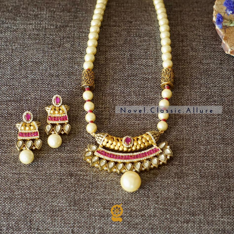 Elegant Pendant Earring set