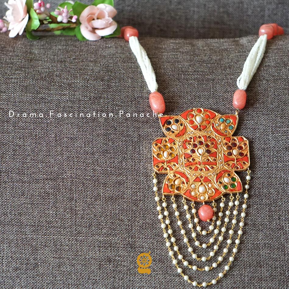 Unique Pendant Neckpiece