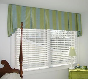BOX PLEAT VALANCE (SHOWN WITH OPTIONAL SIDE JABOTS & PIPING)
