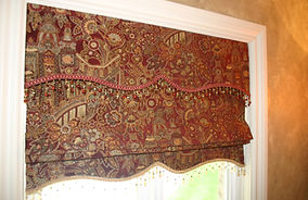 FLAT ROMAN SHADE WITH DECORATIVE VALANCE AND DECORATIVE LOWER EDGE