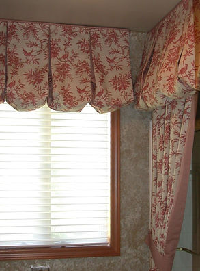 PLEATED BALLOON VALANCE (SHOWN WITH OPTIONAL PIPING)