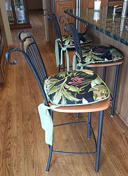 CHAIR CUSHIONS WITH PIPING AND LARGE TIES