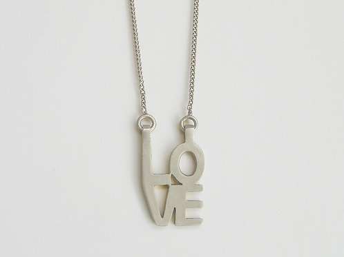 LOVE : Pendant on Chain