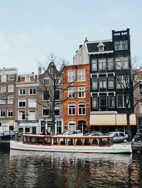 Port_Amsterdam_Canal_3.jpeg