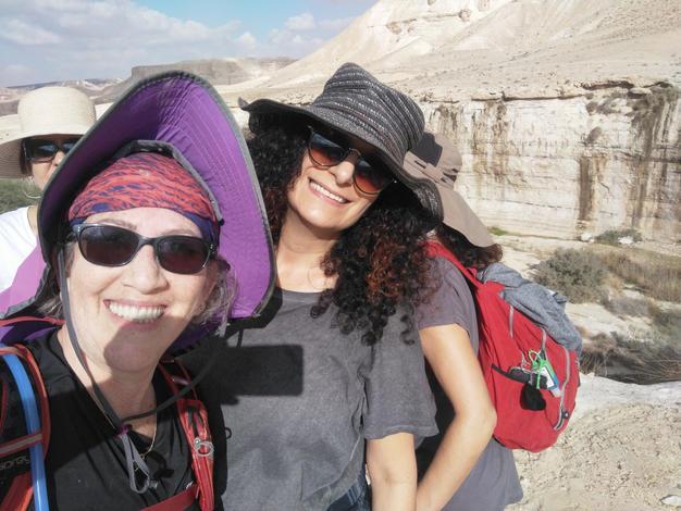 מאירות שביל ישראל  נשים מטיילות יחד pg
