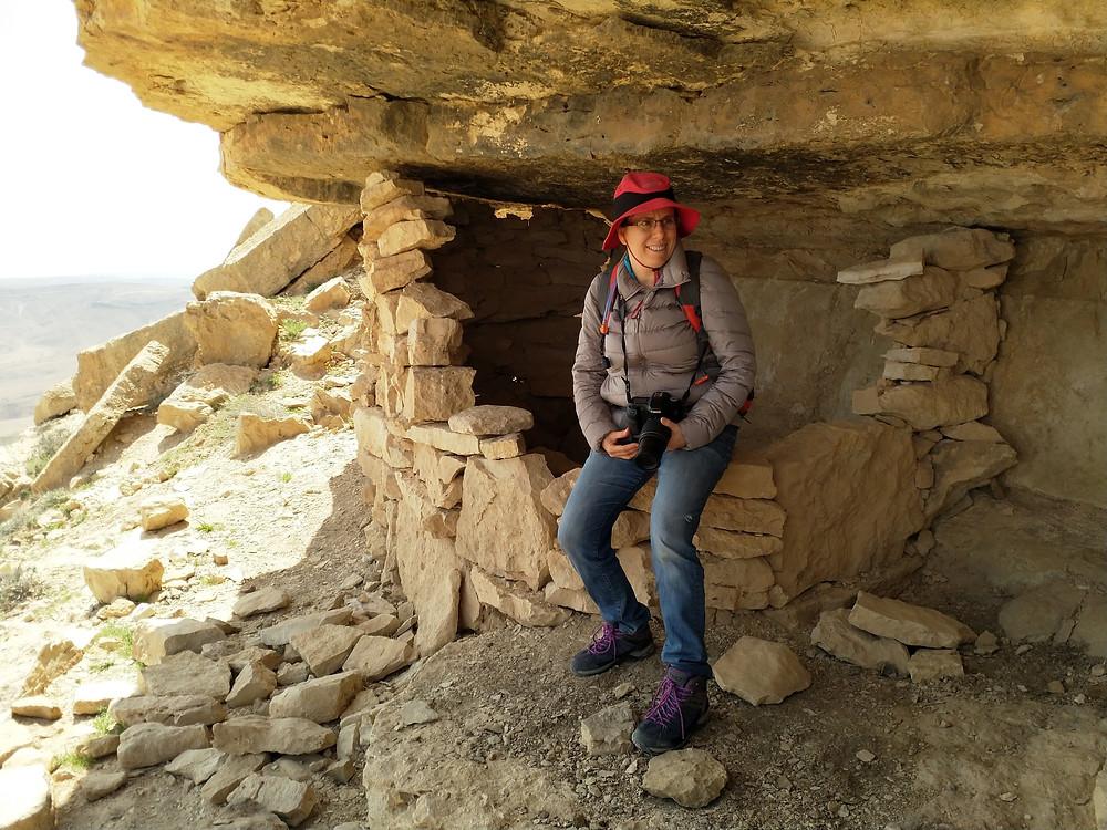 אורלי לנדאו- מאירות שביל ישראל במכתש רמון