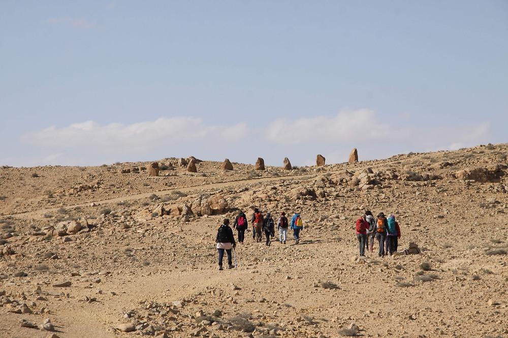 מאירות שביל ישראל במכתש רמון לכיוון קרני רמון
