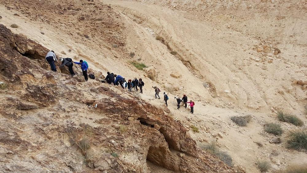 מאירות שביל ישראל בתחילת העליה לסנפיר הגדול