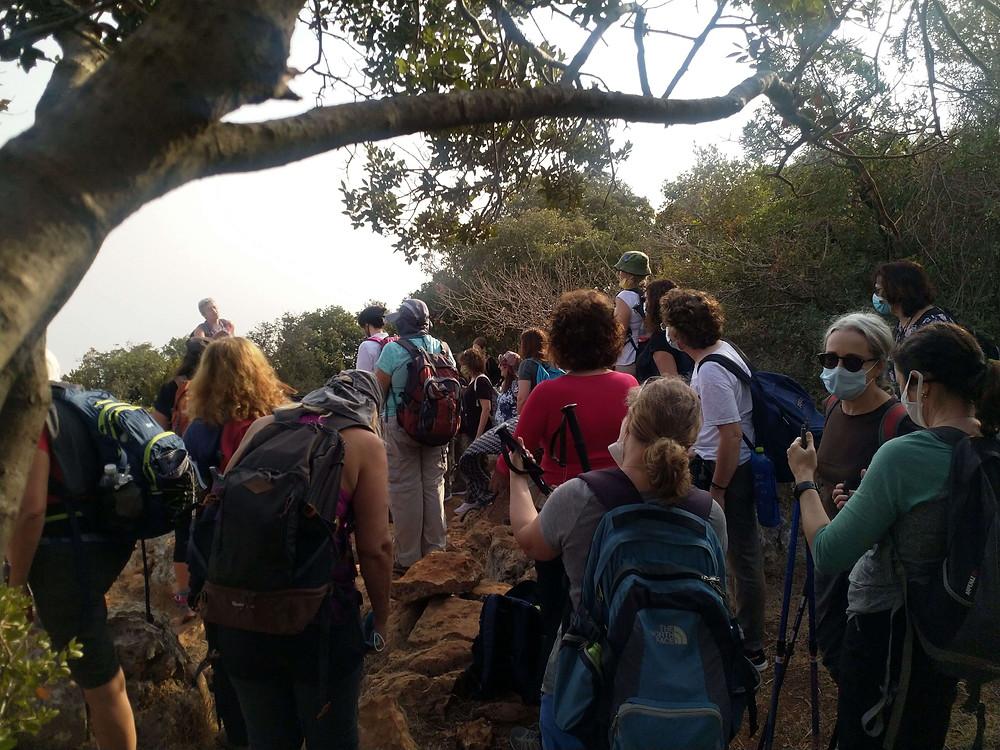 מאירות שביל ישראל נשים מטיילות יחד במוחרקה