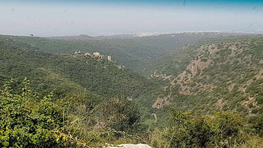 תצפית על המונפורט מחניון הזיתים