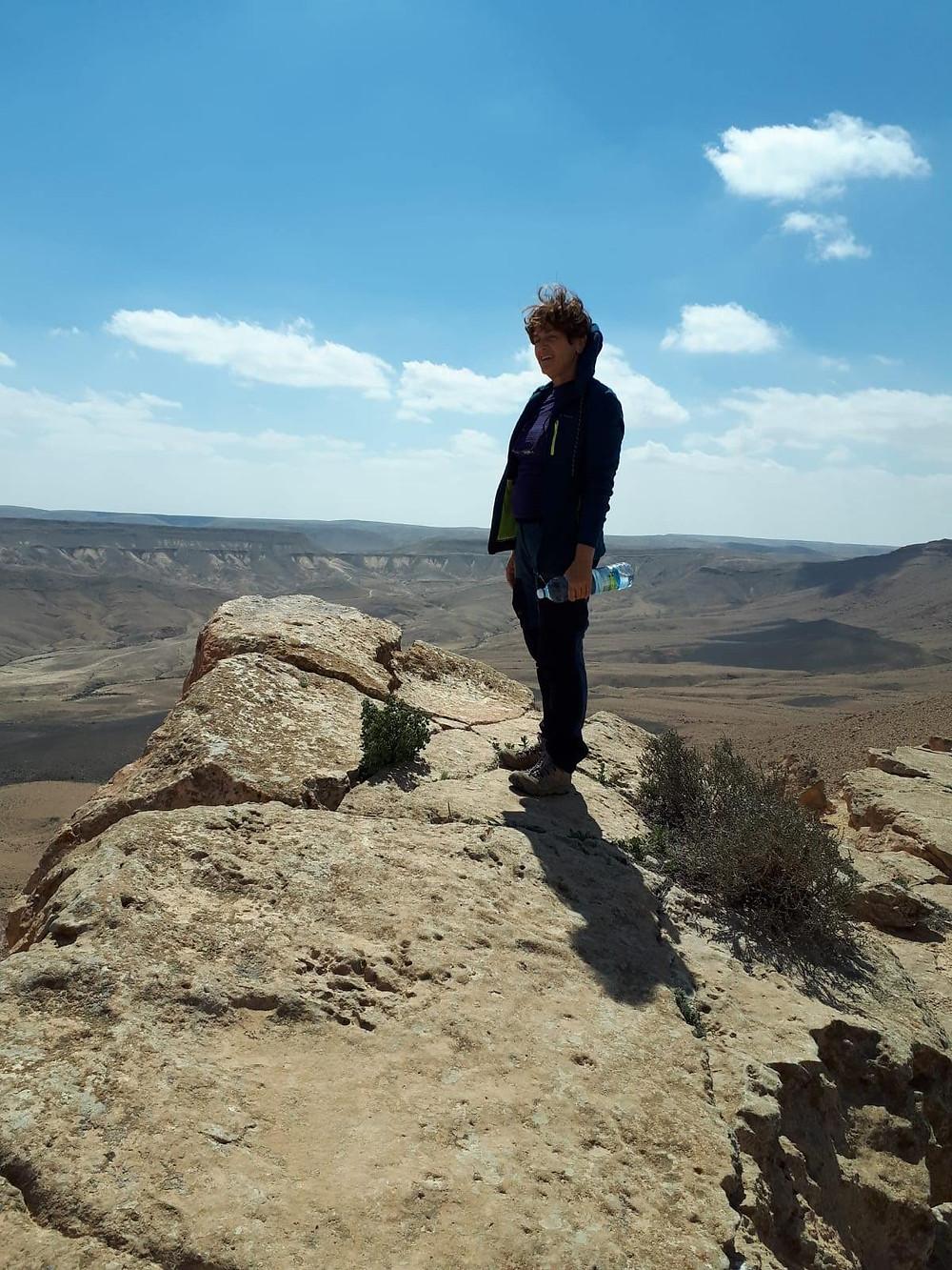 מאירות שביל ישראל במכתש רמון בהדרכתה של שילה דביר