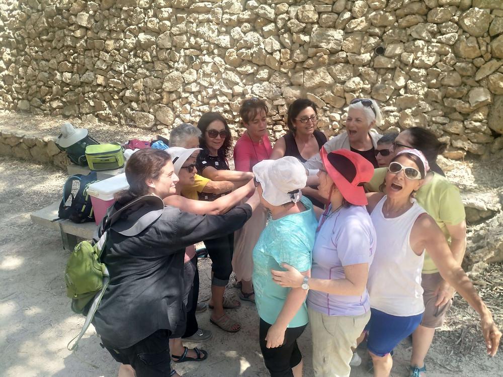 מאירות שביל ישראל נשים מטיילות יחד מסלול 29