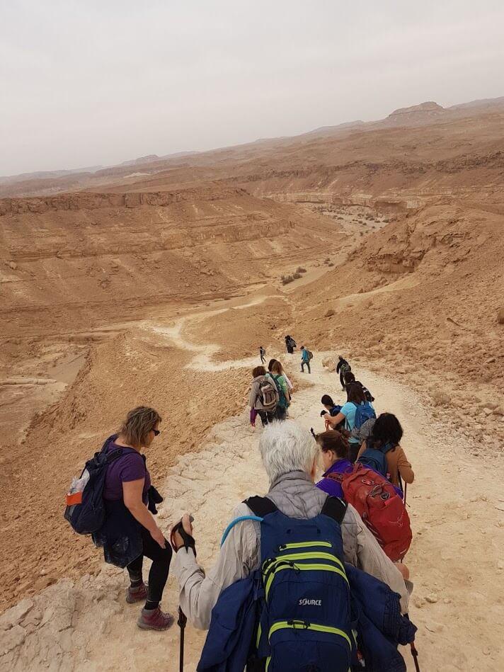 מאירות שביל ישראל יורדות לנחל פרסה