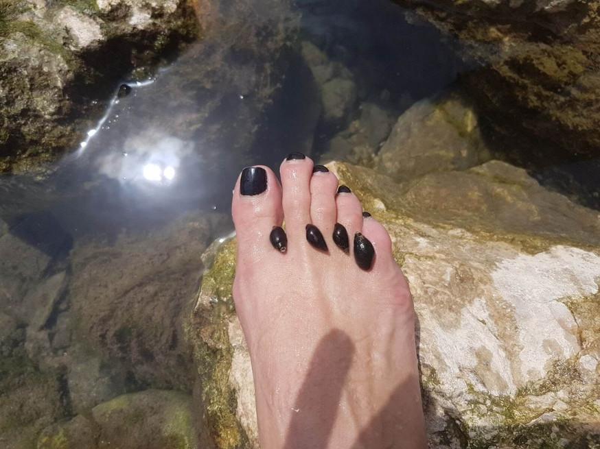 מאירות שביל ישראל חולצות נעליים בנחל ציפורי עין עקבה