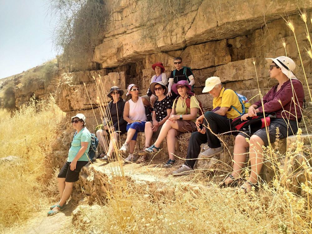 מאירות שביל ישראל נשים מטיילות יחד מסלו ל29 בשמורת נחל פרת