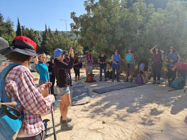 מאירות שביל ישראל בחניון הפיתול