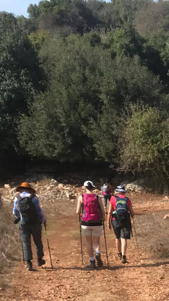 מאירות שביל ישראל נשים מטיילות יחד