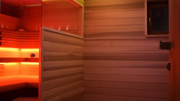 Svetelne Stropy wellness s celoplosnym svetelnym stropom a kruhovymi efektami-1.jpg