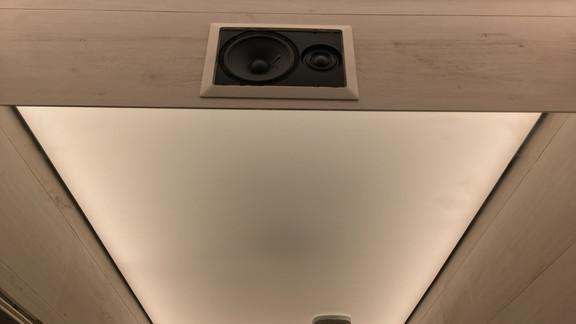 Svetelne Stropy sprcha so svetelnym stropom a hlavicou zapustenou v barrisole-1.jpg