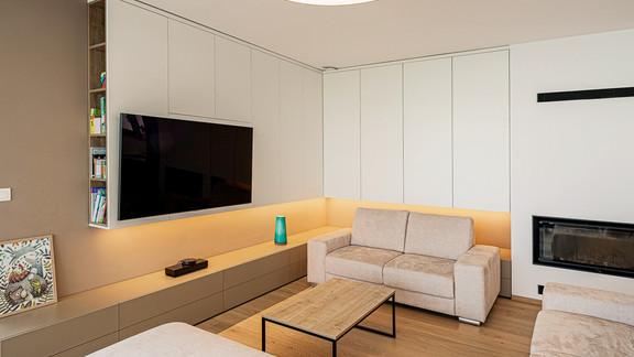 Svetelne stropy rodinny dom s CIR grid a linearnymi svietidlami-30-Edit.jpg