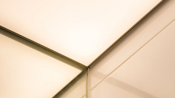 Svetelne Stropy RD s hranatymi prisadenymi svetelnymi stropmi-56.jpg