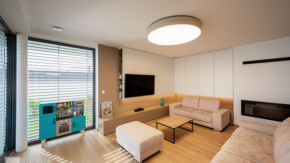 Svetelne stropy rodinny dom s CIR grid a linearnymi svietidlami-28-Edit.jpg