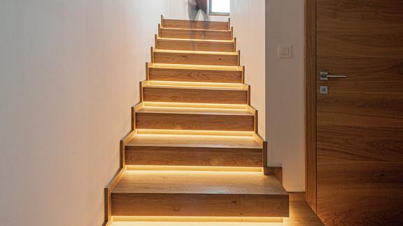 Svetelne stropy rodinny dom s CIR grid a linearnymi svietidlami-8-Edit.jpg