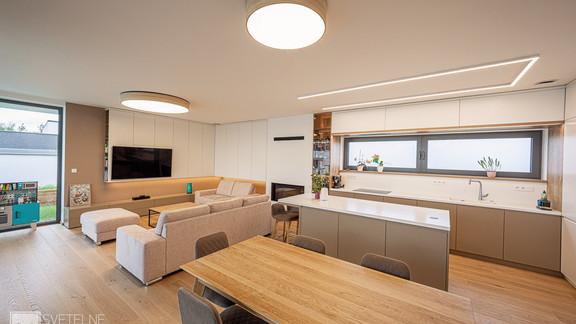 Svetelne stropy rodinny dom s CIR grid a linearnymi svietidlami-48-Edit.jpg