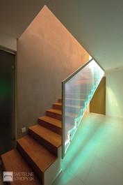 Svetelne Stropy moderny dom s rimsami a LOOP W a detskymi izbami s osvetlenymi stresnymi o