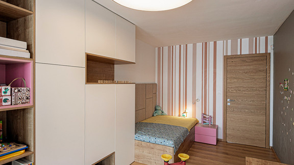 Svetelne stropy rodinny dom s CIR grid a linearnymi svietidlami-25-Edit.jpg