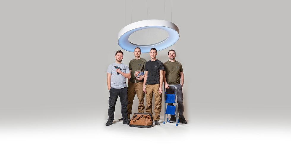 Montážny tím svetelnestropy pod zavesnym prstencovym svetelnym stropom LOOP V