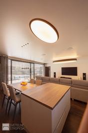 Svetelne stropy dom s barrisolovymi stropmi LOOP E a TRI v izbach a liniovymi svietidlami