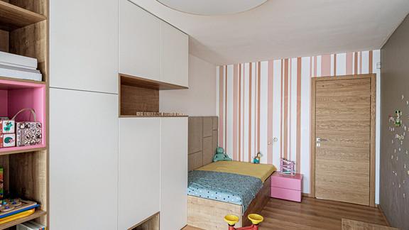 Svetelne stropy rodinny dom s CIR grid a linearnymi svietidlami-24-Edit.jpg