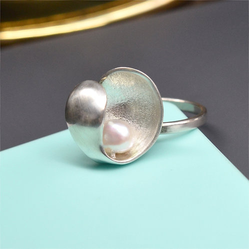 'Hidden Beauty' Abstract Handmade Silver Pearl Ring