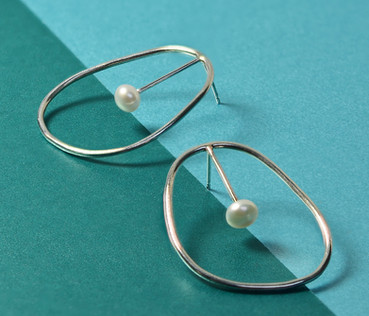 Beautifully simple pear shaped silver earrings with a white freshwater pearl