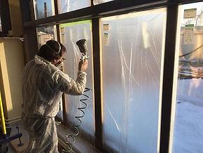 pokraska-plastikovogo-okna.jpg
