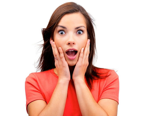 Девушка удивлена акцией на элайнеры