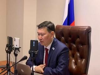 Министр образования и науки Владимир Егоров ответил на вопросы в прямом эфире