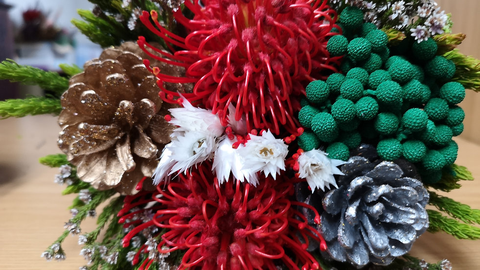 CHRISTMAS PIN CONE BOUQUET