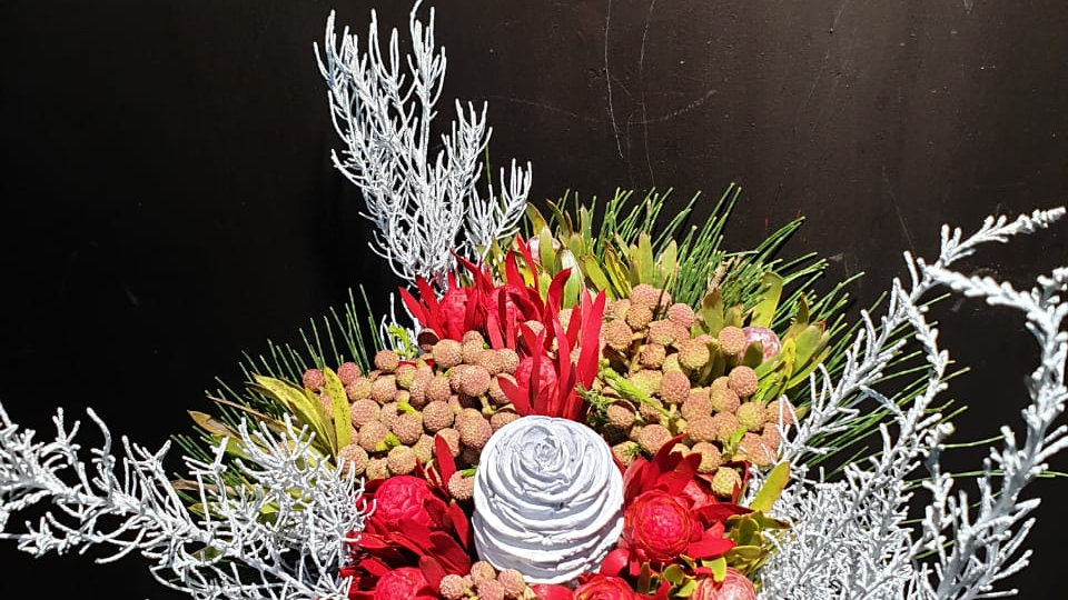 PLATTY WHITE CHRISTMAS BOUQUET