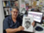 יאיר בן־חיים עם גיליון 10 של כתב-העת 'המסדרון'
