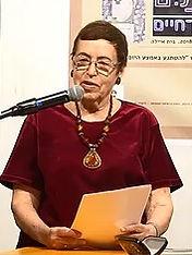 """פרופסור נורית גוברין בהרצאה על הספר: """"דּוֹרֵשִׁירָה"""" באירוע  """"הַשָּׁקוֹתַיִם"""",  ספרו של המשורר יאיר בן־חיים."""