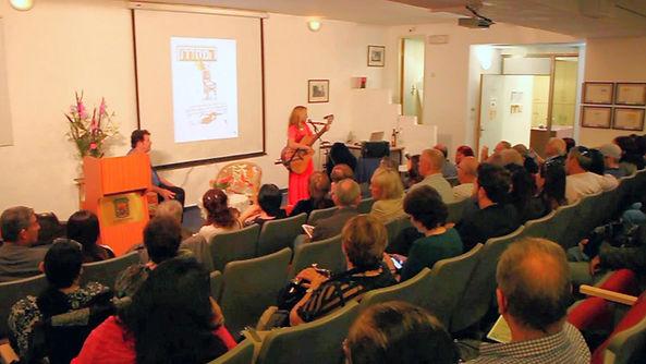 רחלי וולשטיין  בערב השקת כתב-העת המסדרון | אתר חדרים