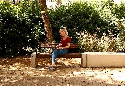 'דַּבֵּר אֶל הַשִּׁיר' – איריס כליף – 'בת אלוהים' | אתר 'חדרים' – צילום: יאיר בן־חיים