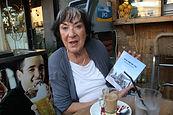 הסופרת תרצה ניידרמן כרמל וספרה - שתי חורשות ובית | אתר חדרים