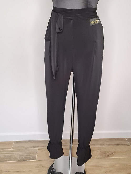 Trousers with gathers and bow