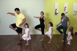 Maman, Papa ou grand-parent avec les enfants entre 2 et 6 ans