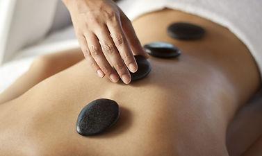 Les-bienfaits-du-massage-aux-pierres-cha
