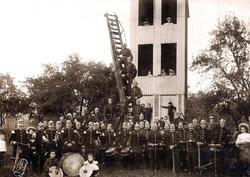 Gruppenfoto mit Musikzug 1904