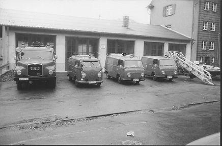 Fahrzeuge vor Gerätehaus 1971.jpg